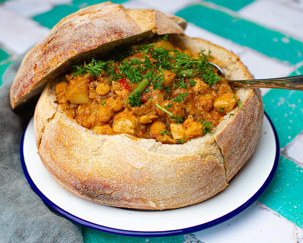 أطعمة الشارع الشهيرة التي يجب على كل مسافر في العالم تجربتها